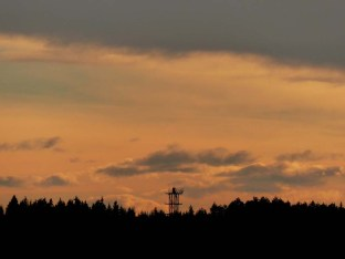 Lembergturm im Nachmittagsrot