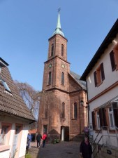 Die schemenhafte Kirche, jetzt ganz nah