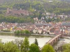 Rückblick auf Schloss und Alte Brücke