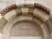 Eingangsportal -- erinnert irgendwie an Botta und Mogno