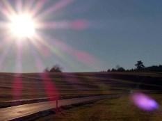 Licht-und Schattenspiele auf Wiesenwellen