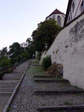 Im Frühtauge zum Schlossberge wir ziehn...