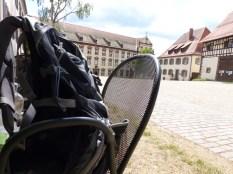 Kekse statt Schenke: Rast im Klosterhof